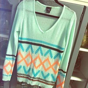 DAYTRIP Aztec Print V-neck Style Sweater GUC M